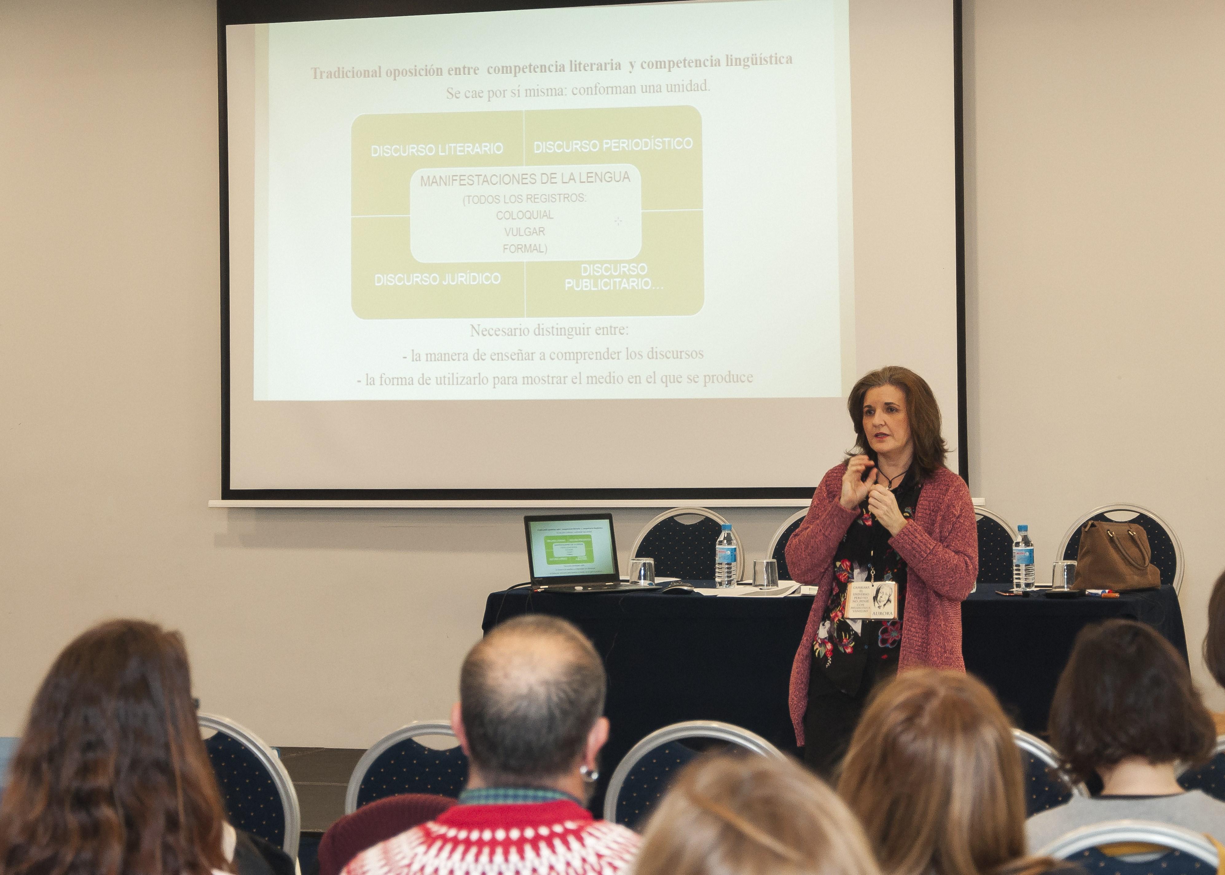 La profesora del Centro de Lenguas Modernas Aurora Biedma, durante su ponencia en el IX Foro Nacional FONCEI celebrado en Málaga el 25 y 26 de enero pasados.
