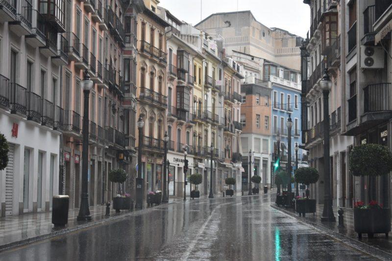 Calle Reyes Católicos de Granada completamente desierta